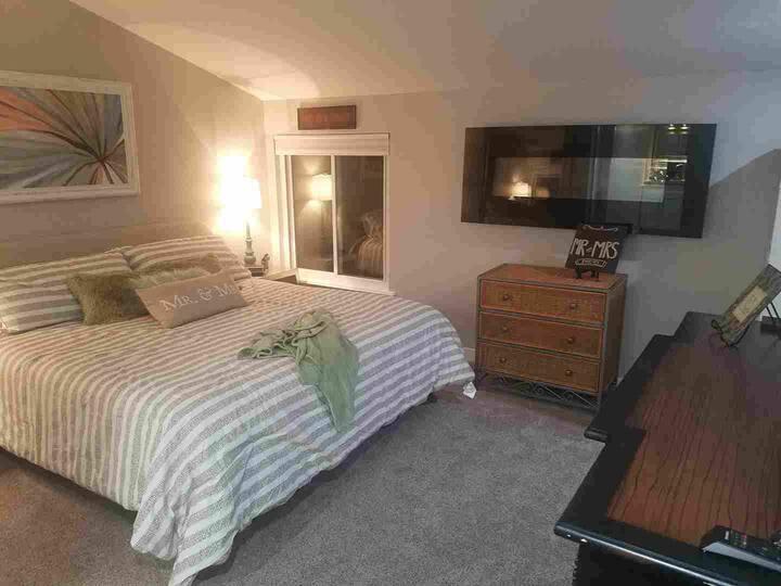 Castle Rock Master Suite - Beautiful Mountain Home