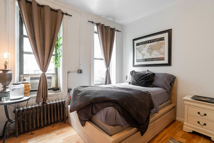 ⭐️Large, Cozy, Greenwich Village, 2 true Bedroom⭐️