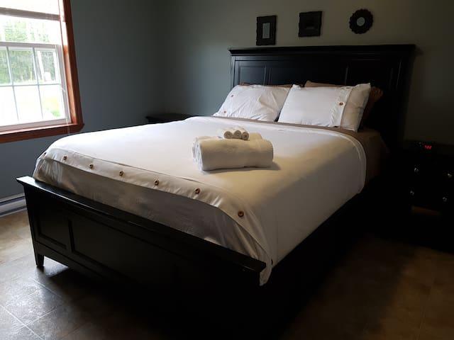 Cozy home for rent / Maison chaleureuse à louer