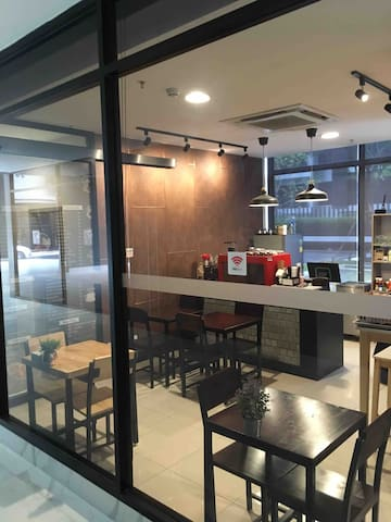 On site Thai food & coffee shop open 9am-9pm everyday