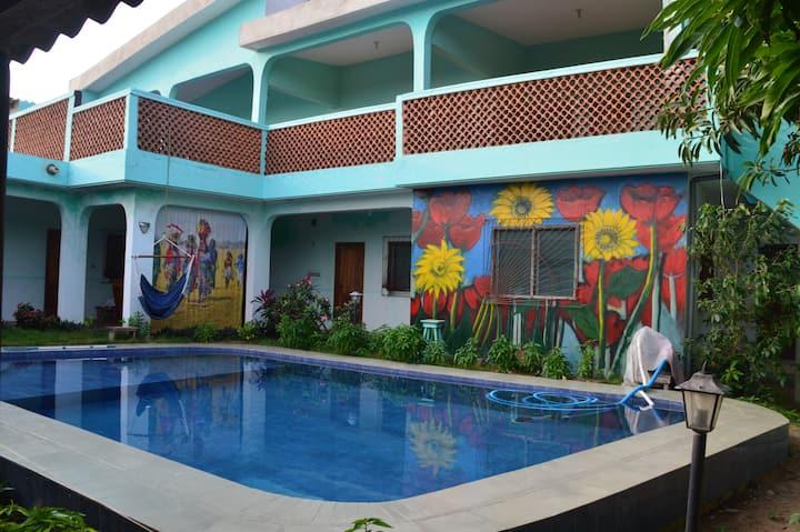 Villa Sonnenblume: Chambre Ivoire avec piscine