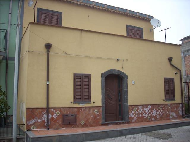Antica casa baronale - Moio Alcantara - Hus
