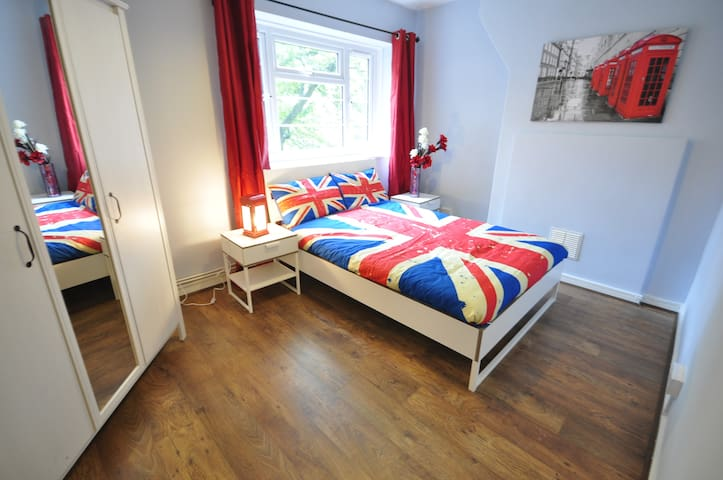 (ANS-E) PRIVATE ROOM FOR 2 IN LONDON