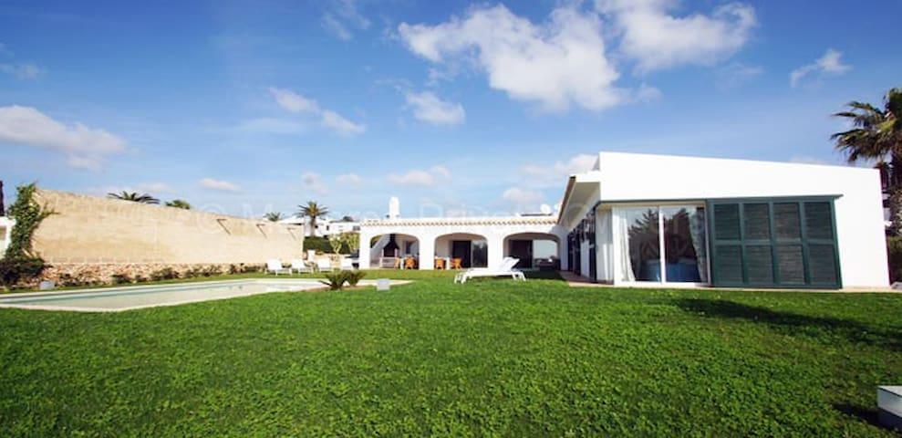 VILLA LUJO FRENTE MAR 1200 MTS JARDIN - Sant Lluís, Illes Balears, ES - 別荘