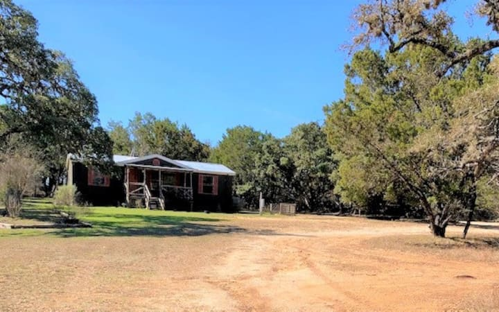Hunters Hideaway-Ritters Hill Country Compound