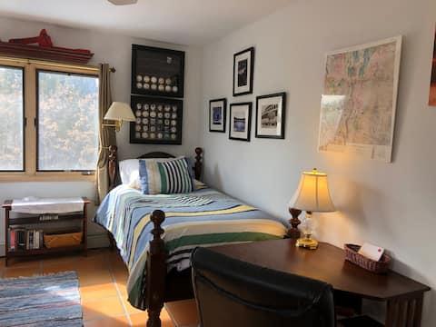 Los Alamos Private Bedroom and Bath