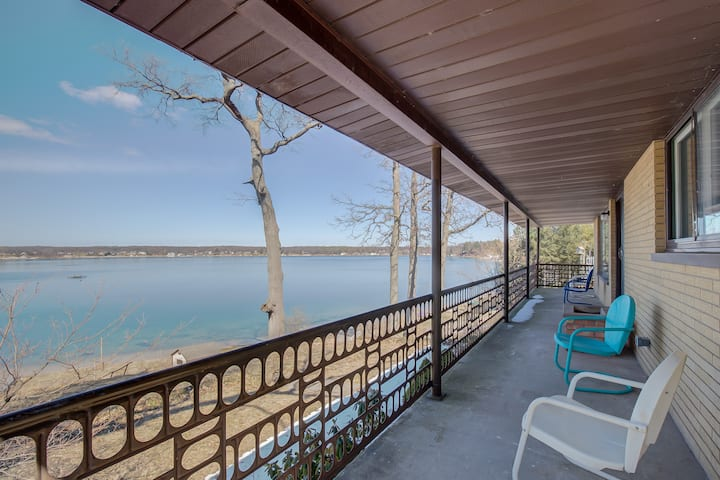 Mid-Century Modern Lake House on Wolf Lake!