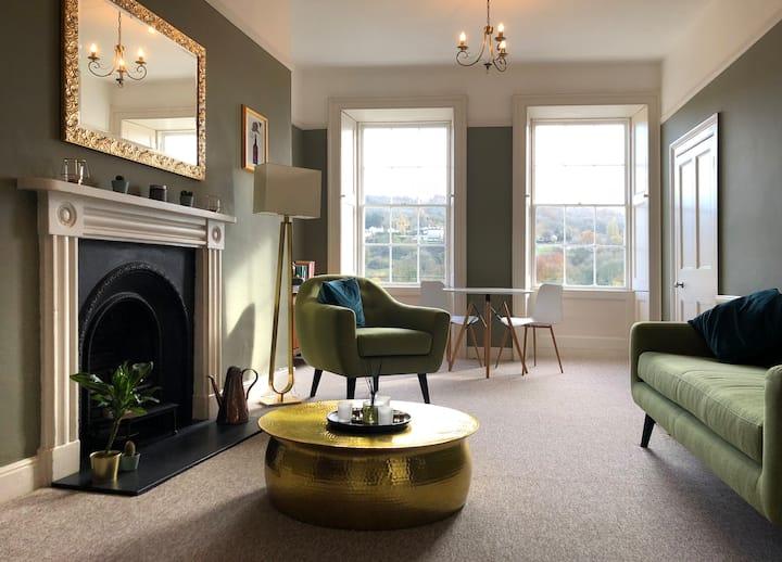 Elegant one bedroom Georgian apartment in Bath