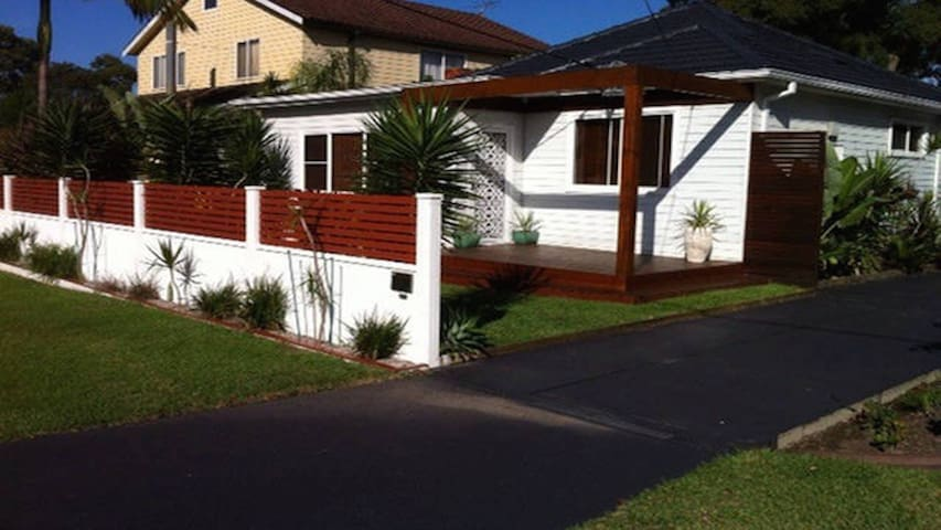 Spacious, family friendly house, good location! - Gymea - Huis