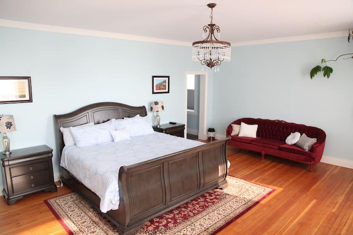 Legendary King Edward Hotel - King Balcony Suite