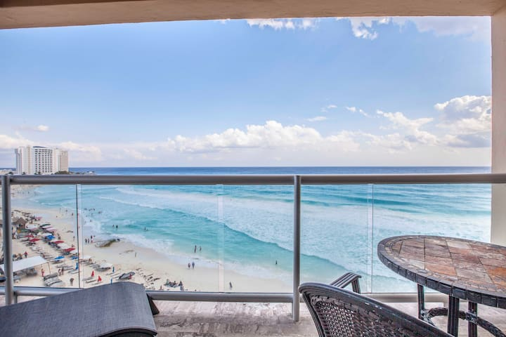 Beachfront Condo in Hotel Zone Cancun. Best Beach