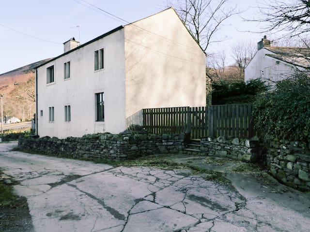 SCALES COTTAGE, pet friendly, with open fire in Lorton, Ref 972335