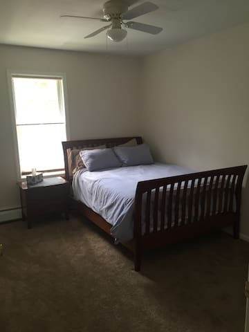 Large loft w/ private bed and bath - Delmar - Huis