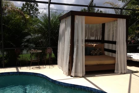 Luxury Pool Home & Music Studio: Full Bed & Crib - Bradenton