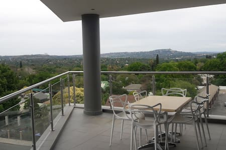 The Apex: AMAZING APARTMENT - GREAT LOCATION - Johannesburg