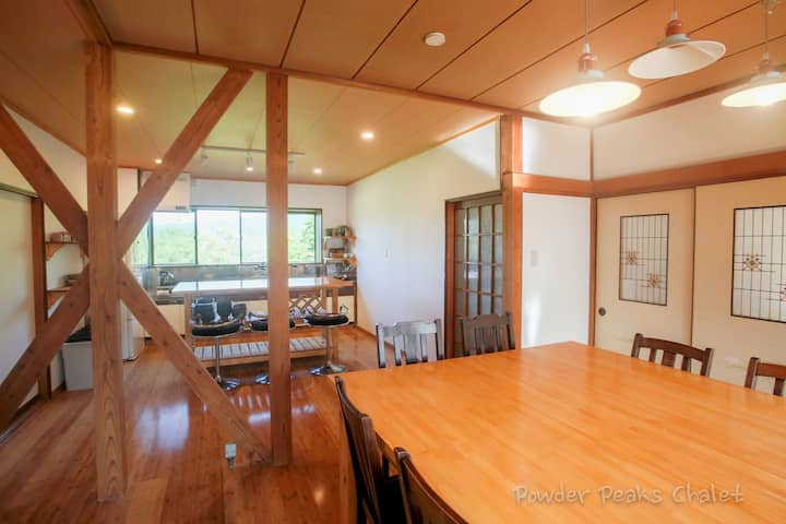 Powder Peaks - 5 Bedroom Chalet in Akakura Myoko
