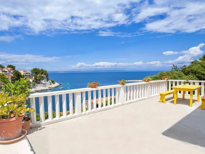 Seafront Villa with Stunning View!