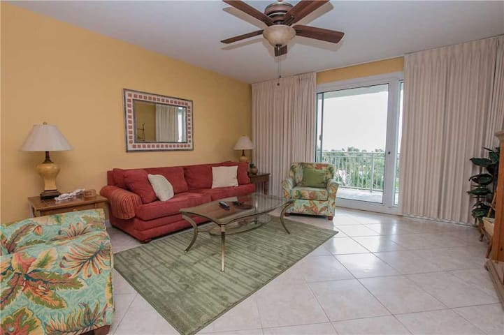Sterling Shores 307 Deluxe 2 Bedroom Condo With Great View Condominiums For Rent In Destin