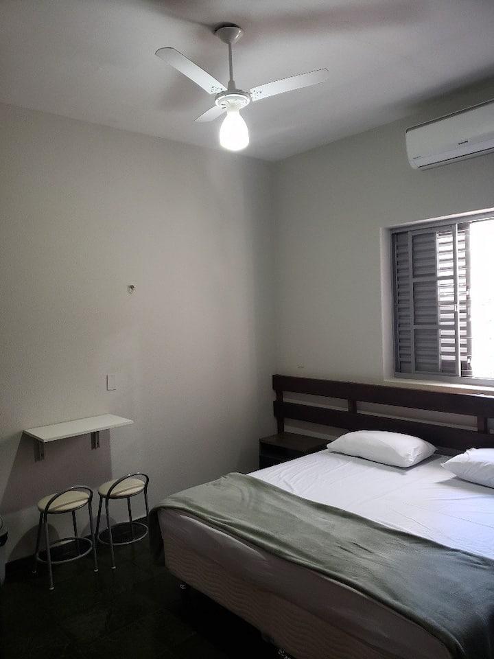 Apartamento Flat - ar cond, smart tv e cozinha n5