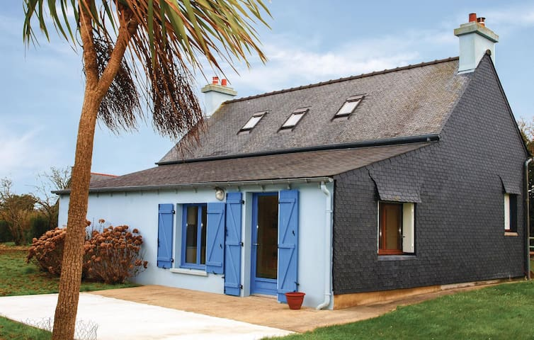 Holiday cottage with 3 bedrooms on 90 m² in Kerbors