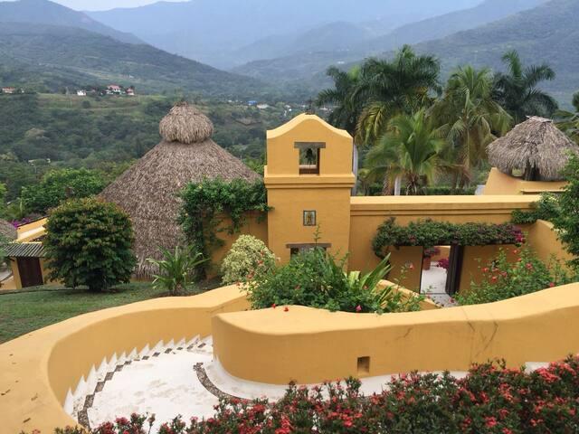 Hermosa Finca Mexicana en Anapoima - 12 personas