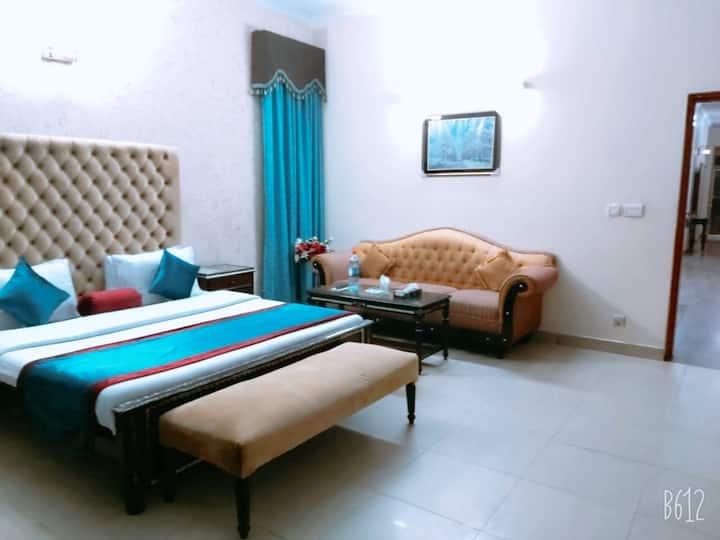 Al-Warda Hotel