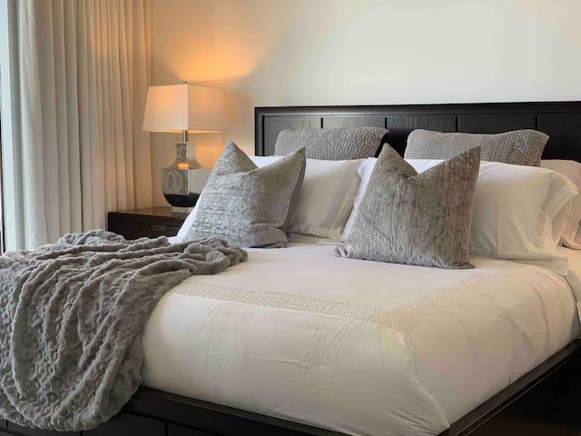 Icon Brickell Luxury 1/1 Apartment river views