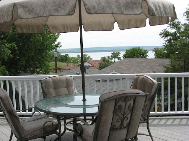 Lake McConaughy lake view home near Admiral's Cove - Lemoyne - Talo
