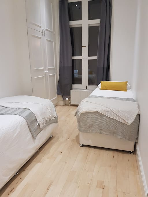 Bedroom with 2 beds