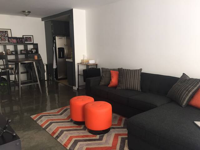 Centrally Located in downtown - Long Beach - Apartment