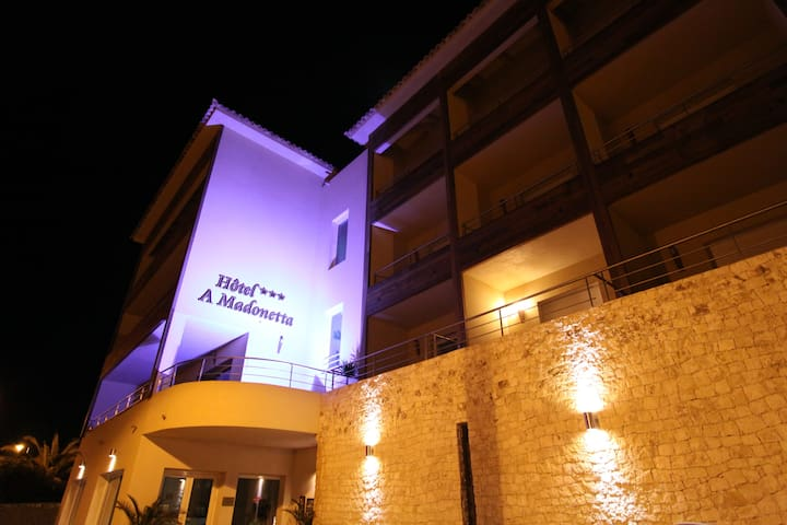appart hôtel 4/5 pers a 200M du port deBonifacio