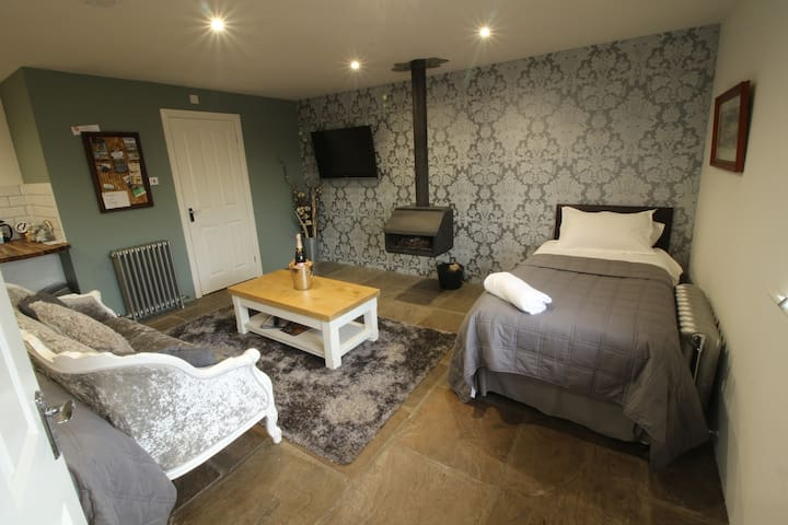 Converted stable -room 2 - York - Apartment