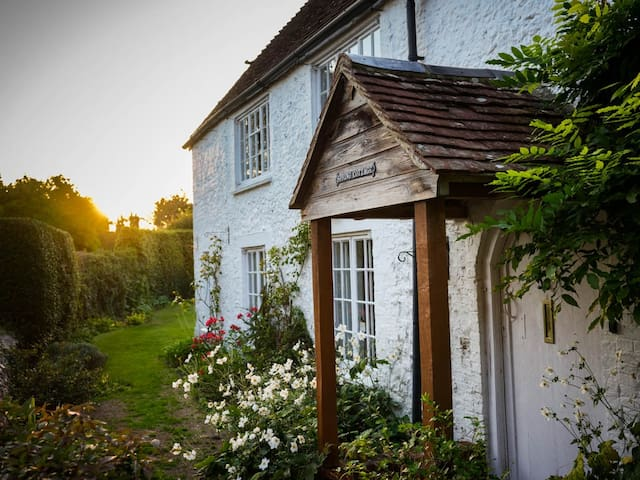 Beautiful Grade II country cottage