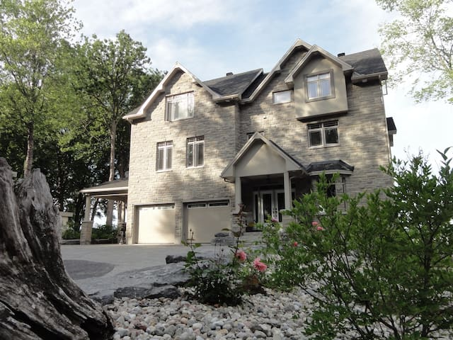 West Beach Villa Ottawa, Waterfront, Sandy Beach - Ottawa - Talo