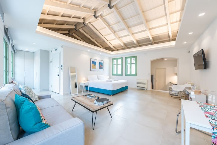 """Andronike Neoclassical Apartments in Plaka - """"The Triangle"""""""