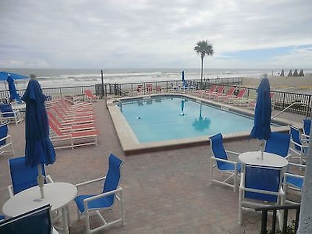 Penthouse 3rd floor private oceanfront balcony