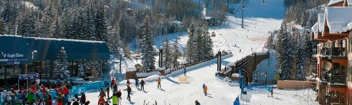 Vail Ski-In Ski-Out Sleeps 4 with hot tub & pool