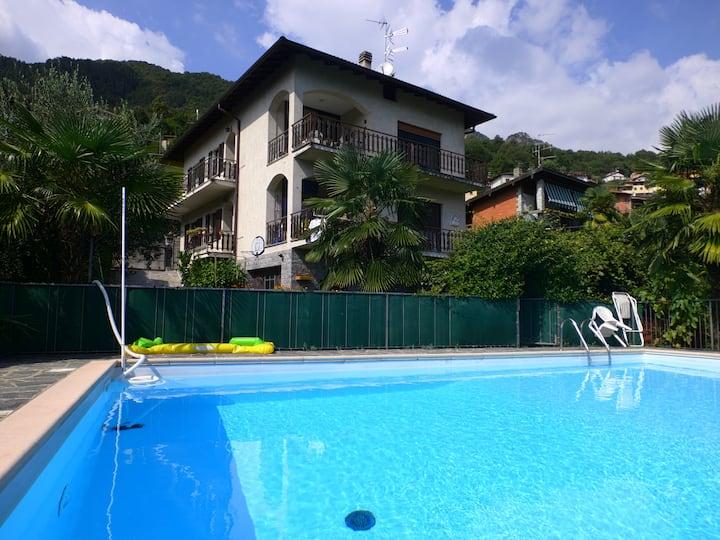 Trilocale-piscina-giardino tra laghi Como e Lugano