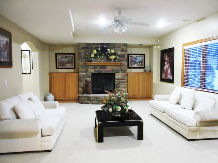 Private LL suite in the upscale neighborhood-Eagan