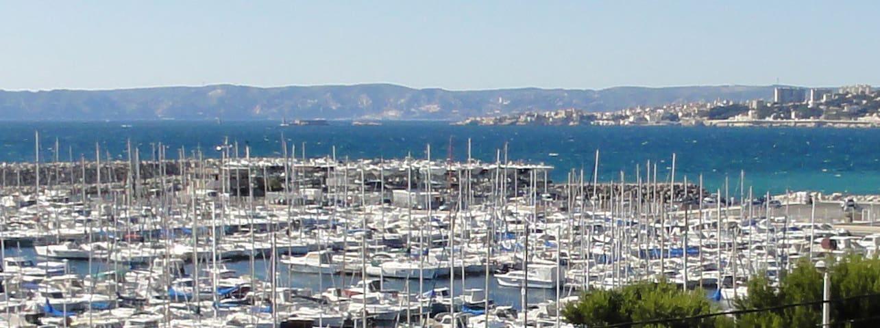 Voilier à quai port Pointe Rouge - Marseille - Boot