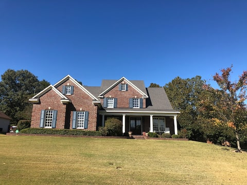 Home close to Memphis with pool, gym & theatre