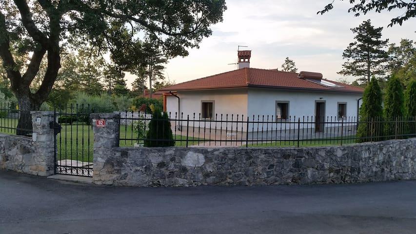 Villa  Smarje - Šmarje pri Sežani