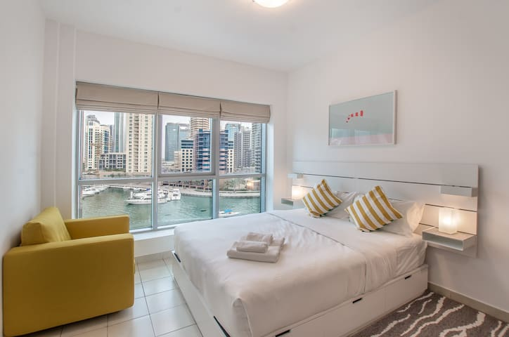 I can sleep 5 in the heart of Dubai Marina