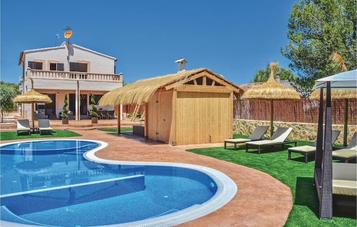 Holiday cottage with 4 bedrooms on 119m² in Son Serra de Marina