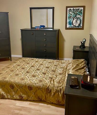 queen bed, upstairs bedroom