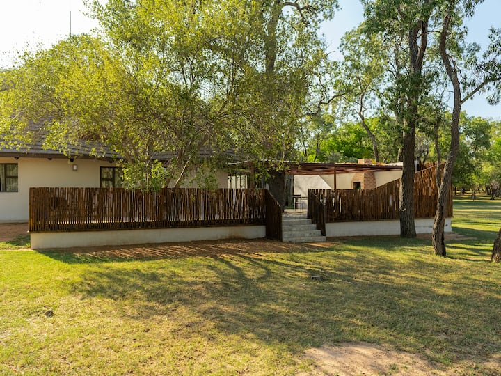 Waterberg Game Park - Three Bedroom Luxury Chalet with Splash pool