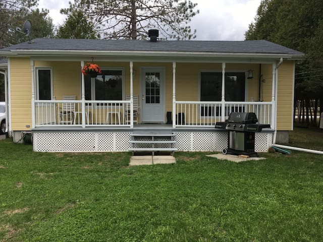 Waterfront cottage for rent  1h from Ottawa