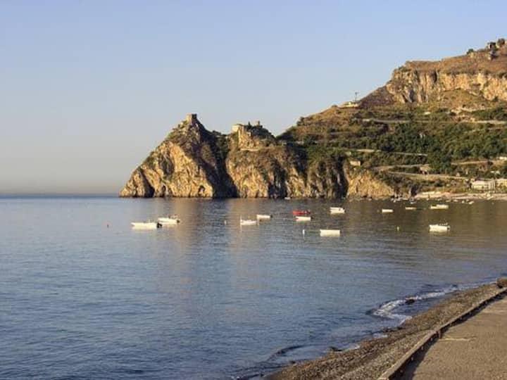 Appartamento a 100 mt dal mare a S.Alessio Siculo