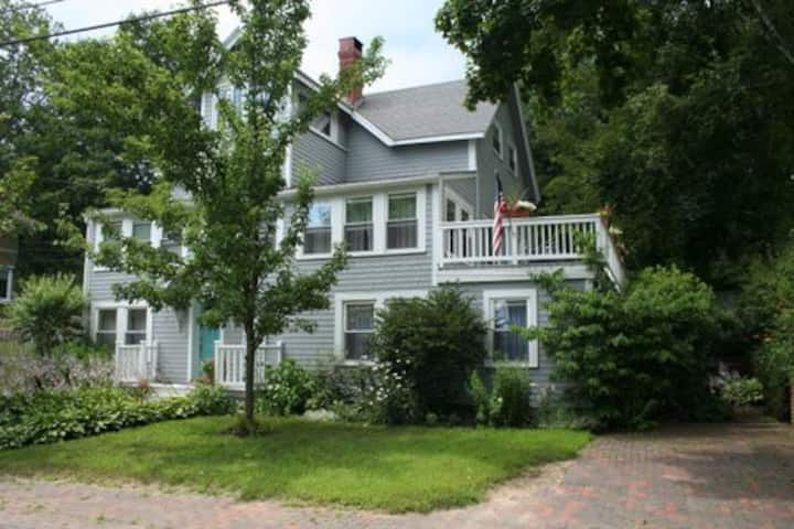 Cozy Falmouth Hide-Away Just Minutes to Portland!