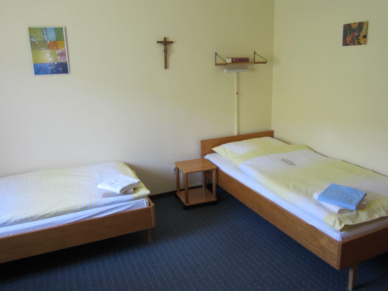 Doppelzimmer mit Waschgelegenheit